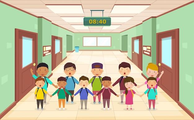 Добро пожаловать в школу. группа детей в школьном коридоре вид спереди.