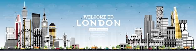 회색 건물과 푸른 하늘이있는 런던 영국 스카이 라인에 오신 것을 환영합니다. 랜드 마크와 런던 풍경입니다.