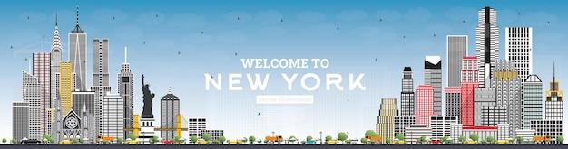 회색 건물과 푸른 하늘이 있는 뉴욕 미국 스카이라인에 오신 것을 환영합니다.