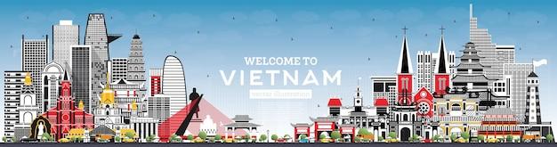 灰色の建物と青い空のあるベトナムのスカイラインへようこそ。ベクトルイラスト。歴史的建造物と観光の概念。ランドマークのあるベトナムの街並み。ハノイ。ホーチミン。ハイフォン。ダナン。