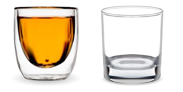 ウイスキーグラス。分離された透明なバーボンカップ