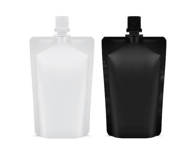 白と黒の空白のプラスチック包装doyパックは白い背景で隔離