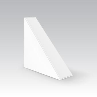 백색 빈 마분지 삼각형은 샌드위치를 위해 포장하는 상자를 나 릅니다