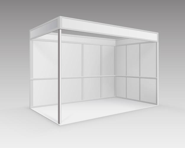 흰색 빈 실내 무역 전시회 부스 배경에 고립 된 관점에서 프리젠 테이션을위한 표준 스탠드