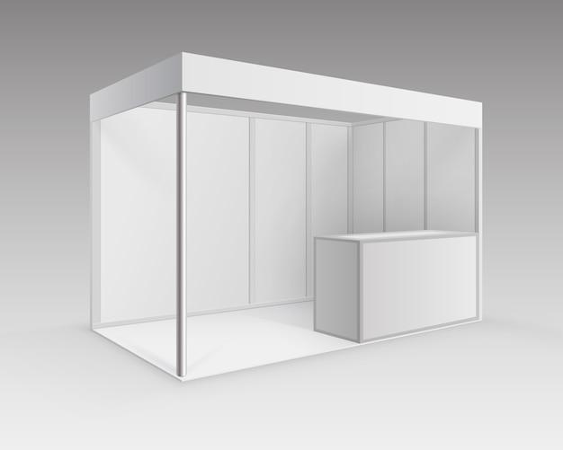 배경에 관점에서 격리 카운터와 프리젠 테이션을위한 흰색 빈 실내 무역 전시회 부스 표준 스탠드