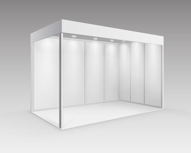 背景に分離された視点でスポットライトを使用したプレゼンテーション用の白い空白の屋内展示会ブース標準スタンド