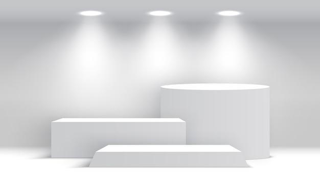 白い空白の表彰台。スポットライト付きの台座。シーン。ボックス。