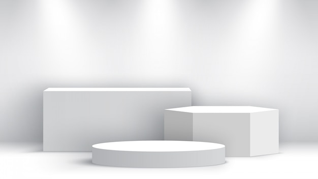 Белый пустой подиум с прожекторами. выставочный стенд. пьедестал. место действия.