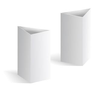 흰색 빈 테이블 텐트 벡터, 흰색 배경에 고립 된 수직 삼각형 카드. 즐의 템플릿