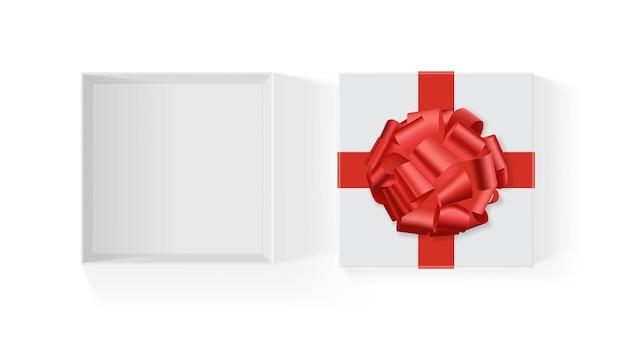 Белая коробка с красным большим подарочным бантом, изолированным на белом