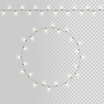 Белые гирлянды лампочки, изолированные на прозрачном фоне.