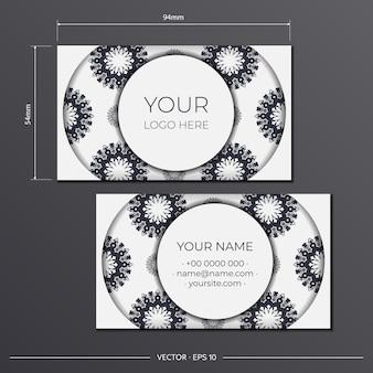 Белый дизайн визитной карточки с греческим орнаментом. векторные визитки с местом для текста и роскошными узорами.