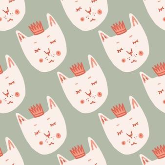 白猫は王冠のシームレスな落書きのパターンに直面しています。明るい灰色の背景で様式化された印刷。