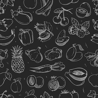 Verdure e frutta bianche di scarabocchio isolate sul reticolo senza giunte della lavagna.