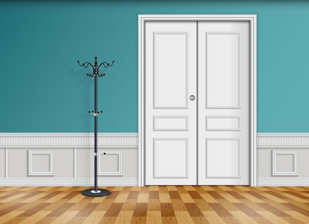 帽子とコートハンガー付き白いドア