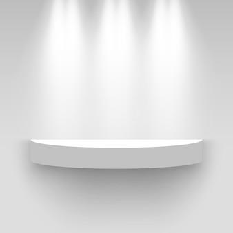 Белый выставочный стенд, освещенный прожекторами. круглый постамент. полка.
