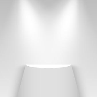 Белый выставочный стенд, освещенный прожекторами. полка. пьедестал.