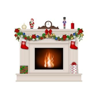 Белый камин с рождественскими украшениями