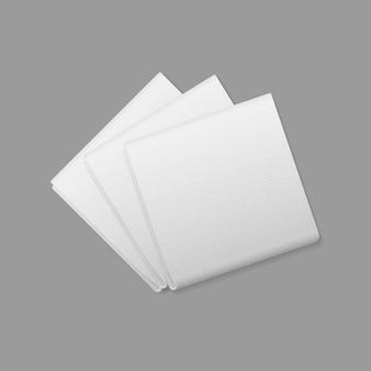 배경에 흰색 접힌 된 사각형 냅킨 상위 뷰입니다. 테이블 세팅