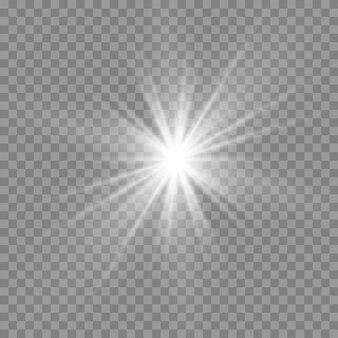 白く光る光。美しい星光線からの光。レンズフレアのある太陽。明るく美しい星。日光。