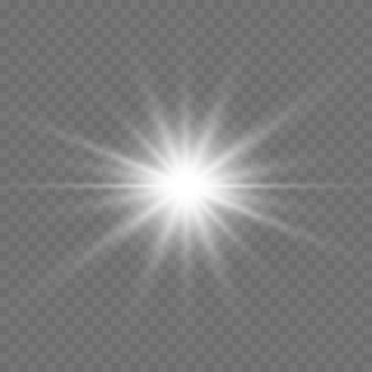 투명한 배경에서 흰색 빛나는 빛이 폭발합니다. 반짝이는 마법의 먼지 입자. 밝은 별. 투명하게 빛나는 태양, 밝은 플래시. 벡터 반짝입니다.