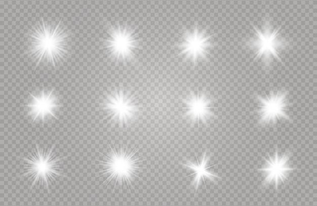 透明な背景に白い輝く光が爆発します。きらめく魔法のちり粒子。輝く星。透明な太陽、明るいフラッシュ Premiumベクター