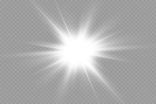 투명한 배경에서 흰색 빛나는 빛이 폭발합니다. 광선으로. 투명한 빛나는 태양, 밝은 플래시. 특수 렌즈 플레어 조명 효과.