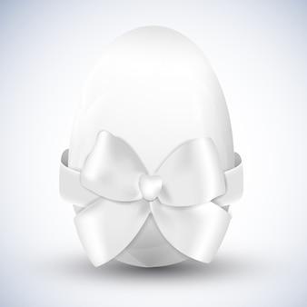 白い幸せなイースターの卵と大きなリボンの弓の分離現実的なベクトル図