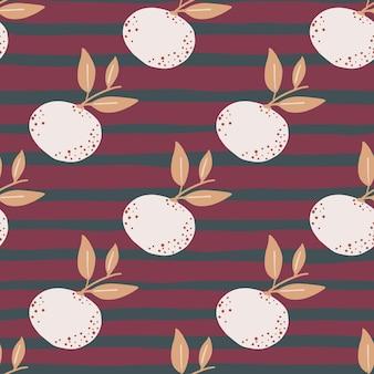 白いマンダリンは手描きスタイルのシームレスなパターンをシルエットします。紫とピンクの縞模様の背景。
