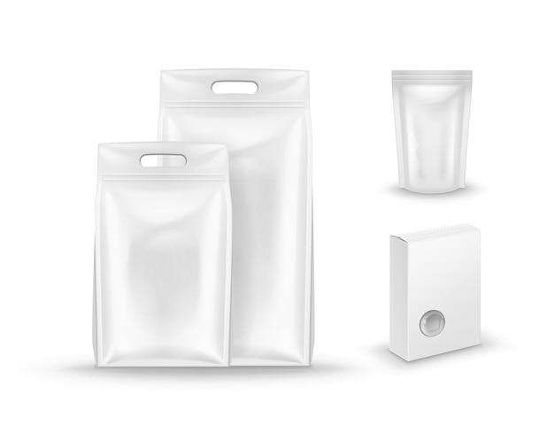 Белые упаковки кормов для домашних животных