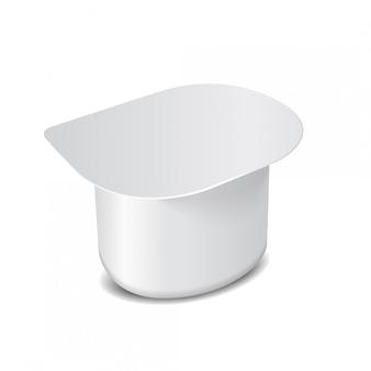 유제품, 요거트, 크림, 디저트, 잼을위한 플라스틱 랩 및 호일 커버가있는 흰색 플라스틱 용기. 정사각형 포장 템플릿