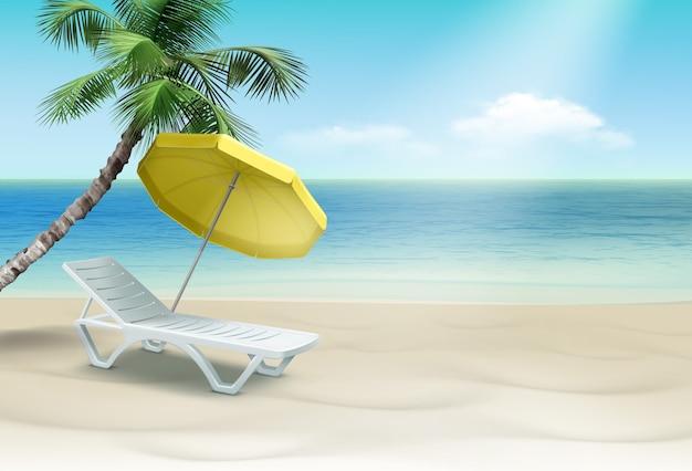 手のひらと黄色のビーチパラソルの下に白いプラスチック製のラウンジャー。風景の背景に分離