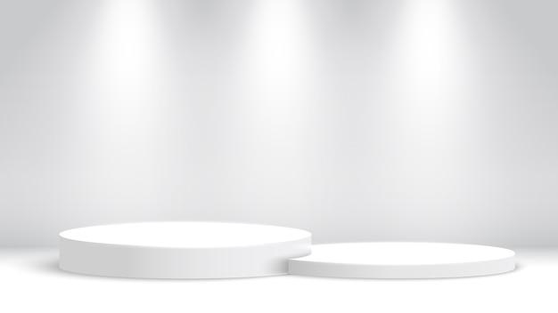 白い表彰台とスポットライト。ブランク展示スタンド。授賞式のステージ。ペデスタル。