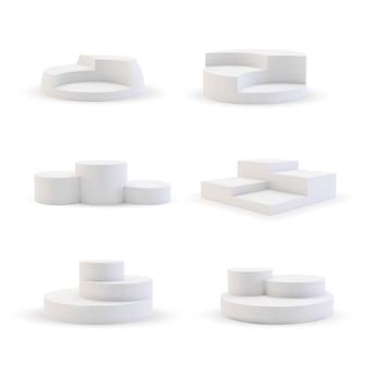 白い表彰台。ラウンド、シリンダー、正方形の空のスタンドステージと表彰台の階段テンプレートイラスト。現実的なショールーム台座とプラットフォームのモックアップは、白い背景に設定。