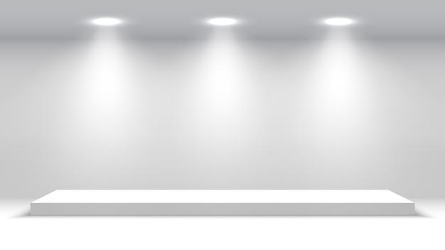 スポットライト付きの白い表彰台。授賞式の舞台。台座。