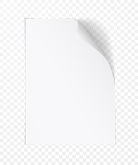 角が丸まった白いリアルな紙のページ。明るい透明な背景に柔らかい影で折りたたまれた紙シート。