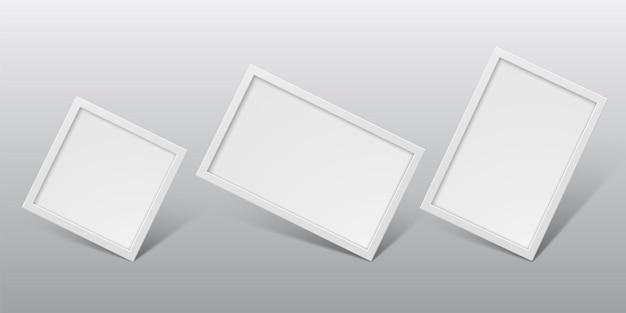 明るい背景に分離された白のリアルな垂直および水平フォトフレーム。