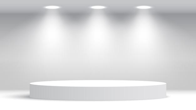 スポットライト付きの白い丸い空白の表彰台。授賞式の舞台。台座。