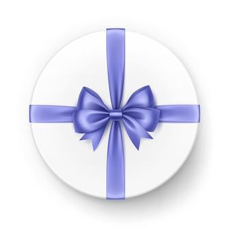 Белая круглая подарочная коробка с блестящим светло-голубым фиолетовым атласным бантом и лентой