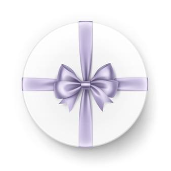 Белая круглая подарочная коробка с блестящим светло-фиолетовым лиловым атласным бантом и лентой