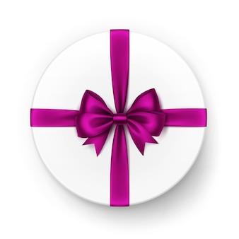 Белая круглая подарочная коробка с блестящим пурпурным темно-розовым фиолетовым атласным бантом и лентой