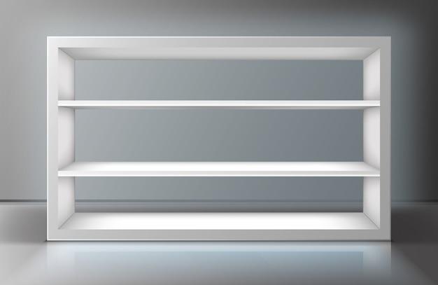 Белая витрина с полками в магазине