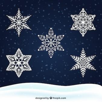 Белые снежинки на темном фоне