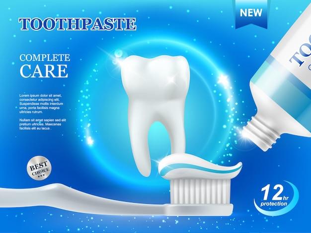 Отбеливающая зубная паста и щетка, стоматологическая помощь, чистка зубов вектор рекламный плакат с белым здоровым зубом и трубка с пастой на синем фоне со светящимися блестками. средство для защиты и ремонта зубного налета