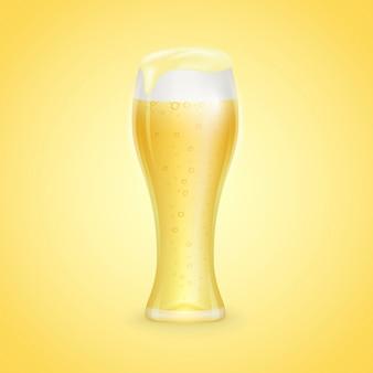 黄色の背景に分離されたビールwhith滴のガラス