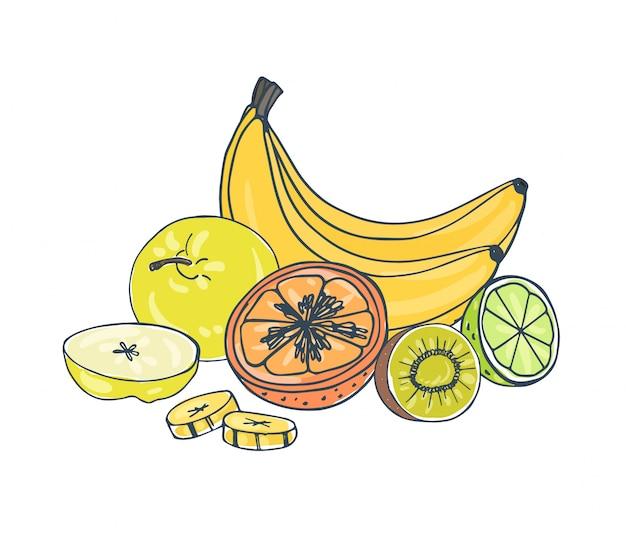 Целые и нарезанные экзотические сочные фрукты, лежащие вместе на белом фоне - яблоко, банан, киви, апельсин, лайм.