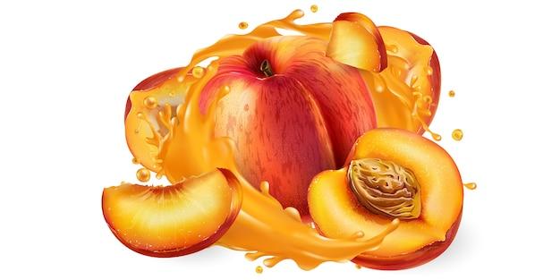 Целые и нарезанные персики в брызгах сока.