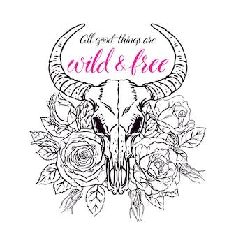 Дикий и свободный. старинный череп животного с рогами и розовыми розами. рисованная иллюстрация
