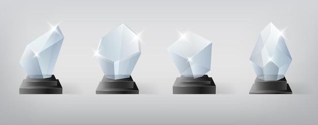 Набор трофеев победителя. награждение за первые места, хрустальный приз и подписанные акриловые трофеи. чемпионат выиграть глянцевый кубок. реалистичные изолированные 3d. векторная иллюстрация