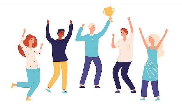 勝者チーム。金のトロフィーカップを持つリーダーチャンピオンと幸せな興奮している従業員が勝利を祝います。チームワークの成功のコンセプト